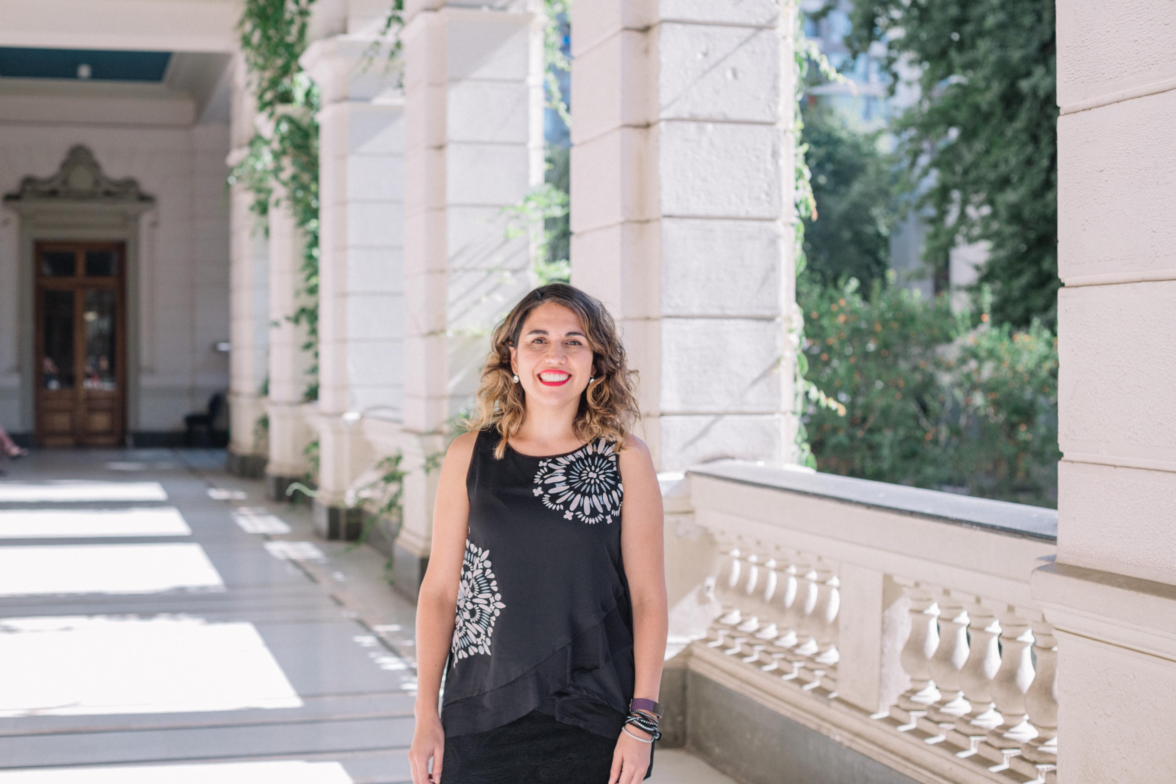 Bárbara Poblete doctora en Computación de la Universidad Pompeu Fabra de Barcelona y actualmente es Académica en el Departamento de Ciencias de Computación de la Escuela de Ingeniería de la Universidad de Chile.