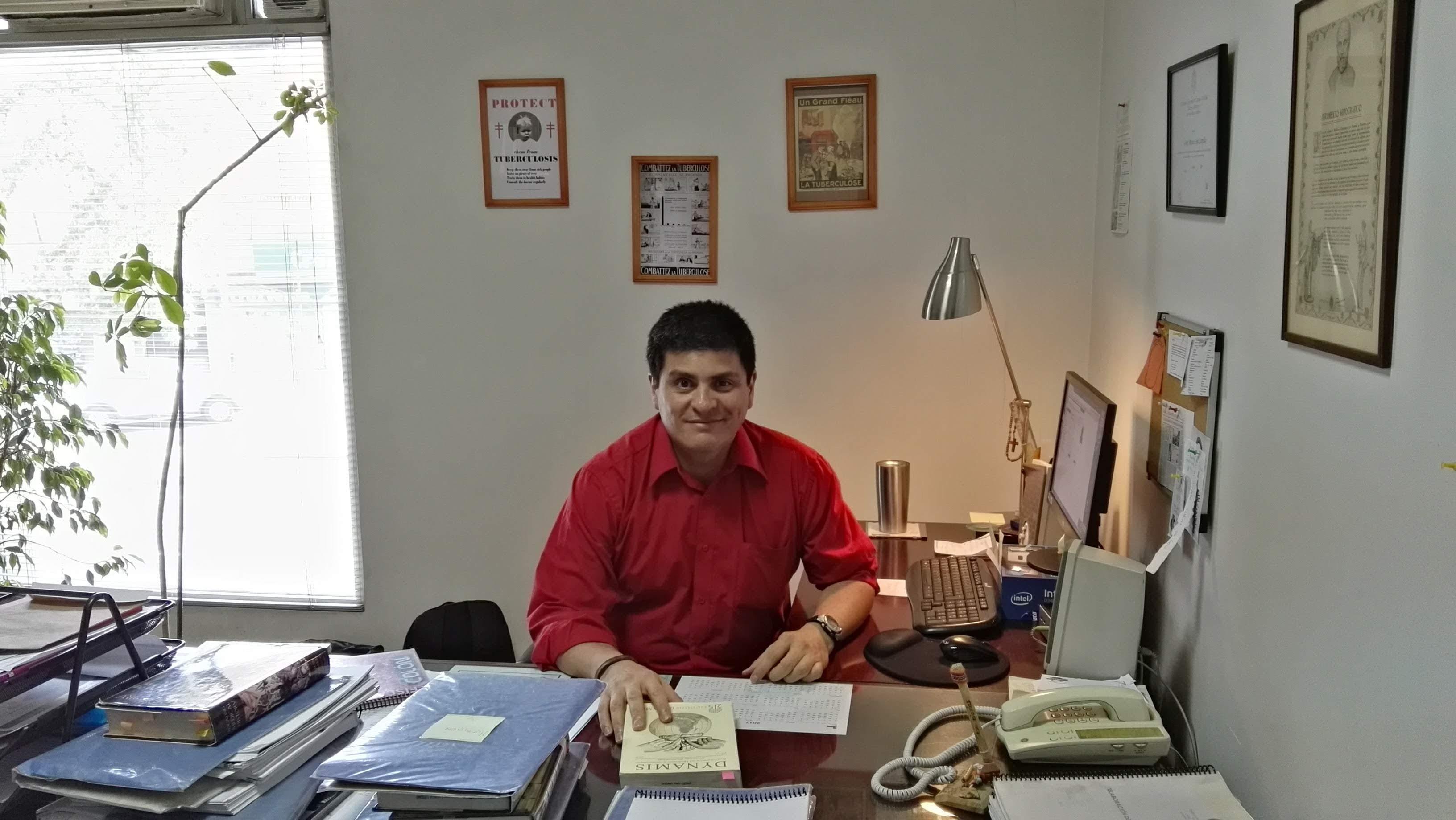 Marcelo López Campillay Doctor en Historia, Profesor Asistente de la Facultad de Medicina de la Pontificia Universidad Católica de Chile