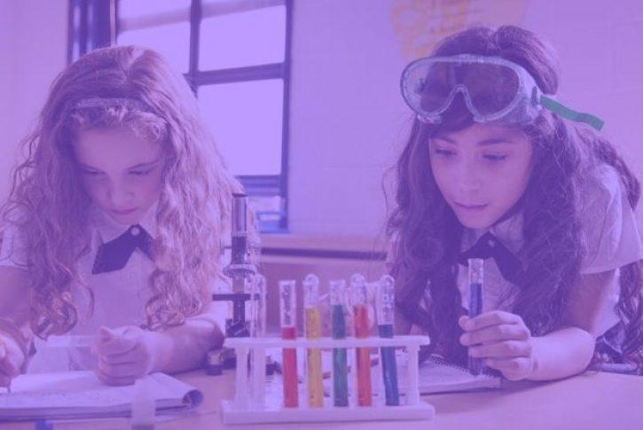 niñas en la ciencia